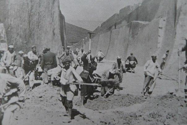 1942: A Sztálinabad - Kurgan Tyube vasút építése