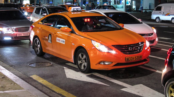 regular_orange_taxi_in_seoul.jpg