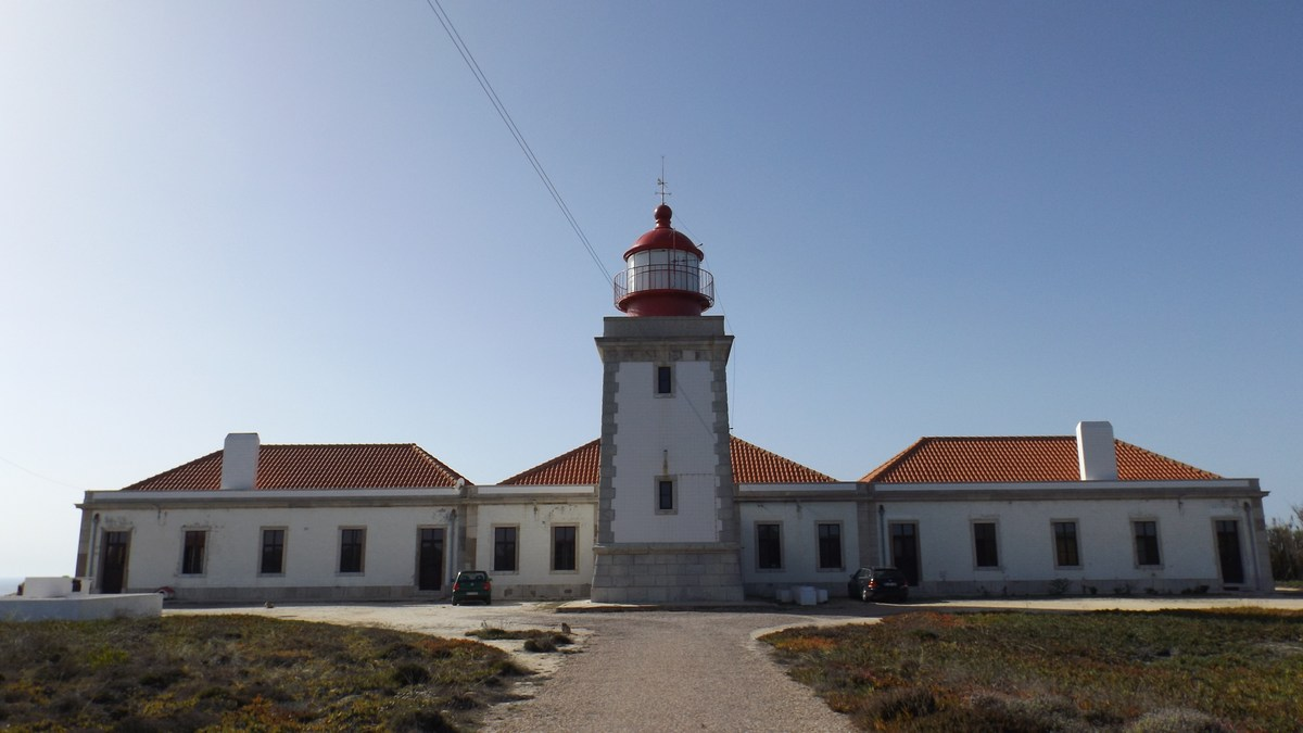 A tapasztalatok alapján: szabvány portugál világítótorony, kisegítő épületekkel