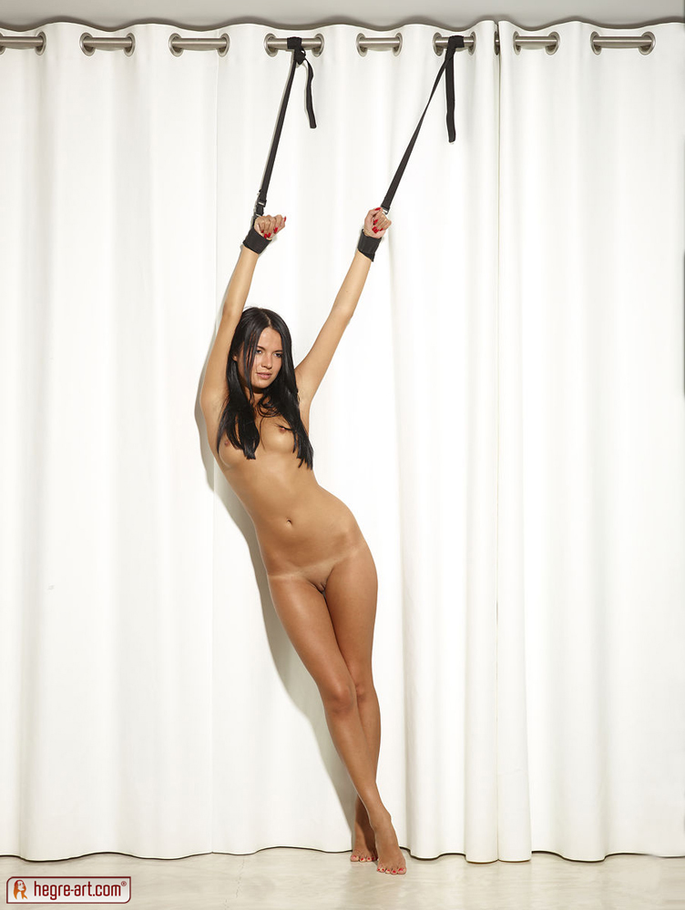 nicole_strapped_up_009.jpg