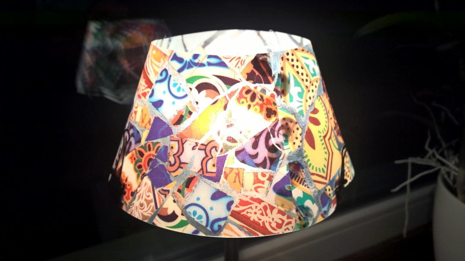 Patchwork-ös fotelhez Gaudi csempés olvasó lámpa!
