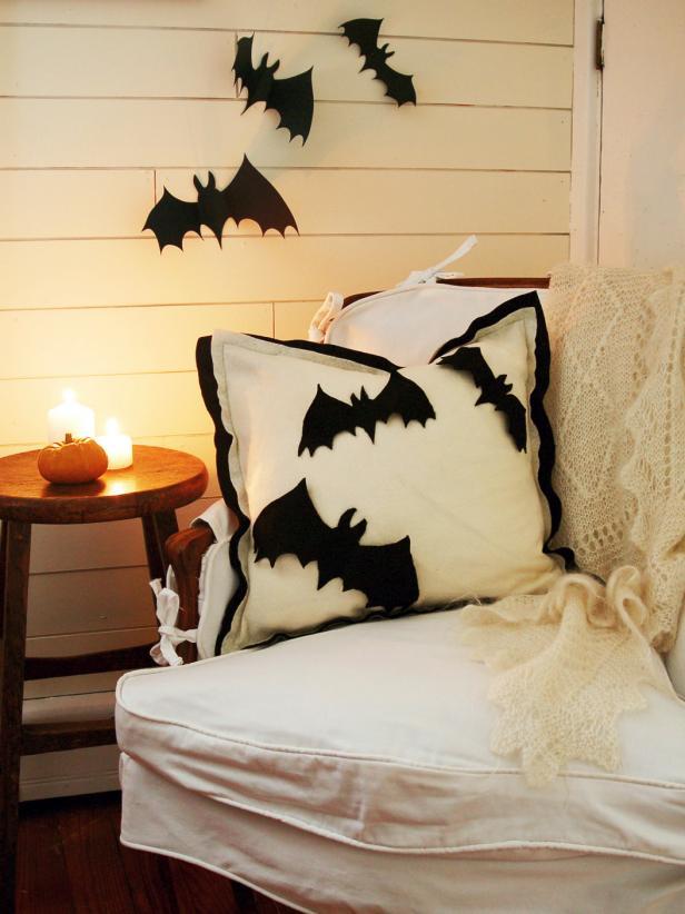 original_marian-parsons-halloween-pillow-beauty-2_s3x4_jpg_rend_hgtvcom_616_822.jpeg