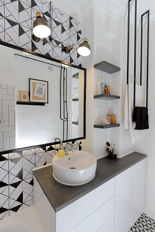 Elkészült a fekete fehér geometrikus-indusztriál fürdőszobánk!