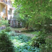 Nagy kert a Kiskörút mellett