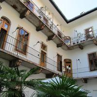 Pollack Mihály apósának sógora által építtetett kétszáz éves ház hangulatos kerttel