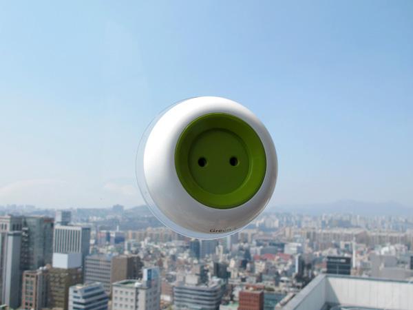 solar-powered-window-socket-2.jpg
