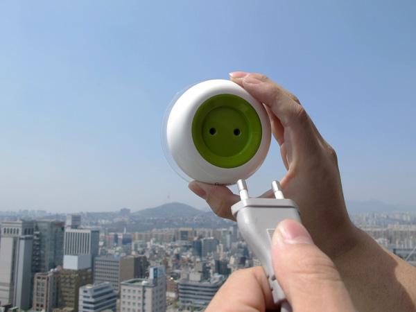 solar-powered-window-socket-3.jpg