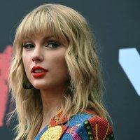 Betört Taylor Swift házába, levette a cipőjét