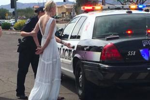 Esküvőjére tartott a részeg menyasszony, elkapták