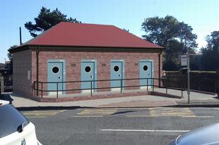 Antiszex mosdókat tervez a walesi kisváros