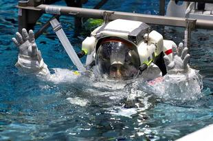 Így edzenek az űrhajósok