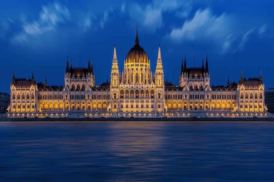budapest-1440679_960_720.jpg