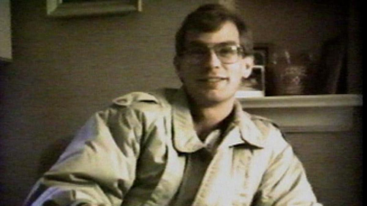 jeffrey-dahmer---mini-biography.jpg