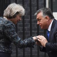 Theresa May brit miniszterelnök bajba kerülhet Orbán Viktor miatt