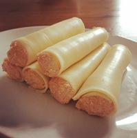 Körözöttel töltött sajttekercs