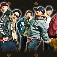Már megint egy őrült csapat japánból - profi UV táncparádé