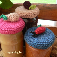Horgolt gyümölcsös kicsi befőtt vagy lekvár kalap