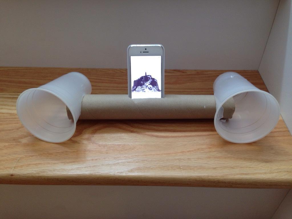 iphone-cup-speakers-lol_1.jpg