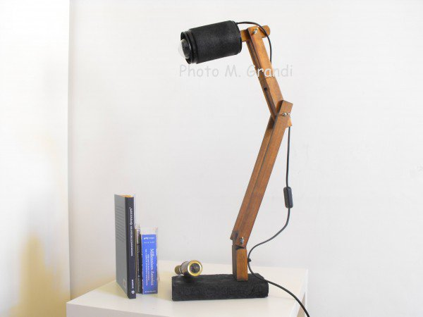 recyclart_org-desk-lamp-industrial-recycling-made-from-upcycled-umbrella-slats-3-600x450_1.jpg