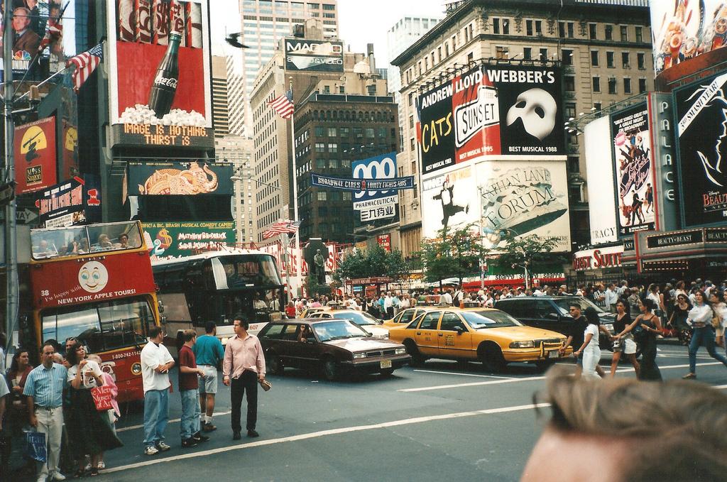 newyorktömeg.jpg