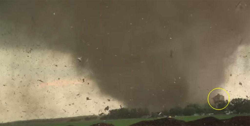 tornadohazsarga.jpg