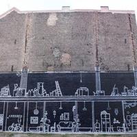 Egy magyar graffiti nemzetközi visszhangja: lerombolt régi épületnek állít emléket a Kisfaludy utcai tűzfalra rajzolt házmetszet