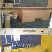 Két hirdetés ugyanarról a fürdőszobáról, kétféle színben. Na most, hogy nézhet ki valójában?