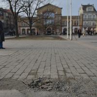 Ronda lett a Batthyány tér kövezése? Ugyan már, vannak sokkal nagyobb bajok ezzel a térrel!