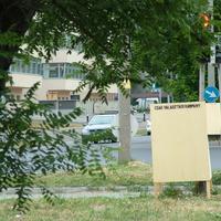 Életveszélyesen kihelyezett, felesleges választási plakátok