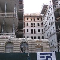 Csendben lebontottak egy klasszicista épületet a Bazilika mellett