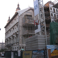 Az önkormányzat azt ígéri, hogy rekonstruálni fogják a Hercegprímás utcában lebontott Pollack-épület homlokzatát