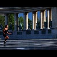 Budapest-klip: a világ legjobb ugrókötelese, Bánhegyi Adrienn a Várban, a Hősök terén és a Bazilikánál