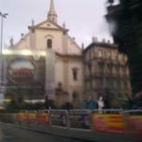 Hatalmas Škoda-reklám a ferencesek templomán