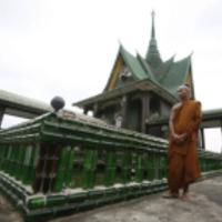 Másfélmillió üres üvegből építettek templomot Thaiföldön - napi linkek