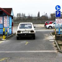 Fegyverrel és kutyával nem őrzött terület - parkolás saját felelősségre