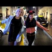 Tök aranyos lett a budapesti Happy-videó. Bár ez a semmilyen időjárás nem áll túl jól a városnak