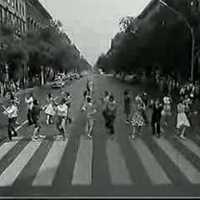 Budapest-klip: Csudapest 1962, revü a Déli pályaudvar előtt, amikor még csak ez első ütem volt kész