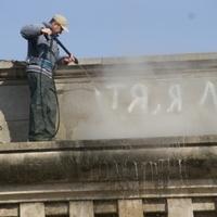 Lemosták Kátyát a Lánchídról - urbanistaposta