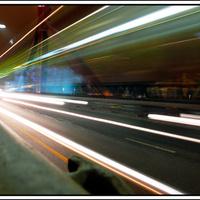 Busz oldalán tükröződő Müpa - a hét képei az Indafotóról