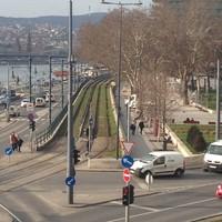 Füvesített villamospálya a Dunakorzón!