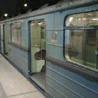 Kortörténeti emlék a metróra ragasztva