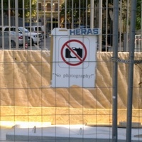 Miért tilos fotózni a Szabadság téren? Meg tulajdonképpen mit? És ki tiltotta meg?