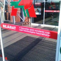 Mindenki csak saját felelősségére mehet be az Auchan-ba