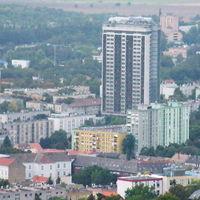 Magyarország legnagyobb lakóháza egy 76 éves nénié lett. Mind a 250 lakás az övé, de sajnos egyikben sem lakhat
