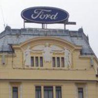 Ford-oltár a VII. kerületben. Illusztráció a Szép új világhoz