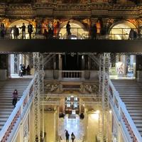 Nézegessünk freskókat közelről! A bécsi Szépművészetiben felálványozták a főlépcsőt, így közelebb kerülhetünk Klimthez
