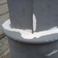 Nemrég adták át, már le is hullott a festék a budai rakpart oszlopairól - 15 érdekes cikk keddre