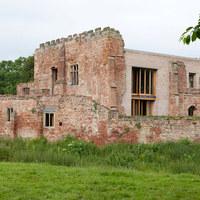 Kívülről romhalmaz, belülről luxus pecó - eszméletlenül jó műemlék-helyreállítás Angliában