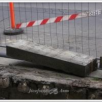 Különös faragott kövek kerültek elő a Baross téri aluljáró bontásánál. Talán a régi Erzsébet híd darabjai?