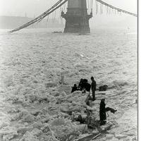 Ígérem ez az utolsó fotó a jeges Dunáról ezen a télen, de nem hagyhattam ki. 1945-öt írunk... - a nap archív képe